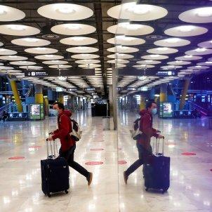 covid aeroport madrid barajas viatger efe