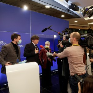 carles puigdemont clara ponsati toni comin parlamento europeo medios comunicación - efe