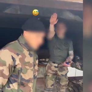soldados franceses saludo nazi / Mediapart