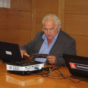 L'alcalde d'Olot vota en la consulta dels correbous / ACN
