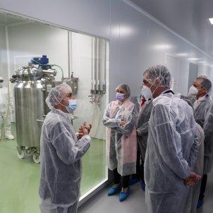 Pedro Sánchez visita HIPRA Amer  Pool Moncloa / Fernando Calvo