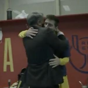 Joan Laporta abracada Messi Barca Copa @FCB
