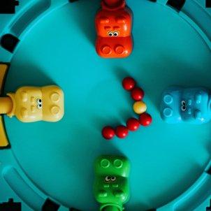 juego de mesa niños unsplash