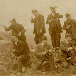 El Sometent de Catalunya inicia el desarmament. Fotografia d'un grup de sometents. Font Pedres de Girona