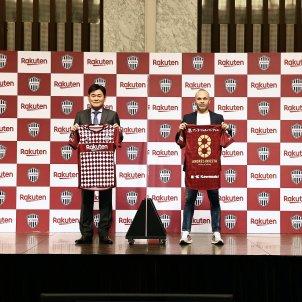 Andres Iniesta Hiroshi Mikitani Vissel Kobe EFE