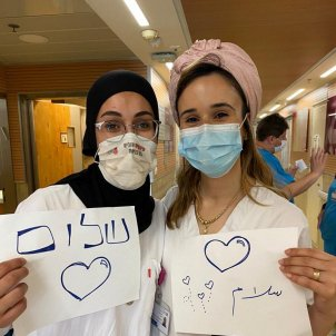 Judía y árabe paz médicos hospitales
