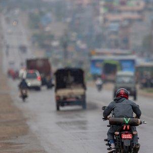 coronavirus motocicleta oxigeno nepal efe