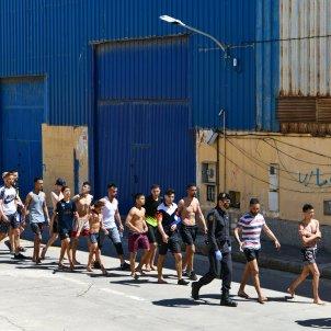 Grupo jovenes migrantes marroquies Tarajal Ceuta / Europa Press