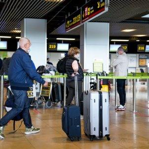 EuropaPress 3700065 varias personas maletas t1 aeropuerto adolfo suarez madrid barajas primer