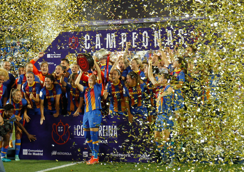 Un histórico Barça logra el triplete al doblegar al Levante