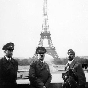 Adolf Hitler in Paris 1940 wikimedia