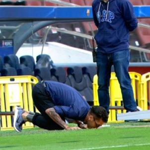 Dani Alves petó escut Barça Captura pantalla
