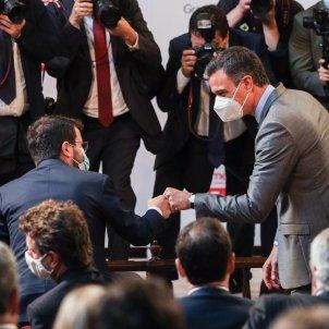 Pere Aragonès Pedro Sanchez saludo puño Medalla FOMENT Godó - Montse Giralt