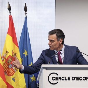 Pedro Sánchez parlant al Cercle d'Economia, mà abaix - Sergi Alcazar