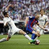 Iniesta Modric Barça Madrid Bernabeu EFE