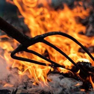 Diablo horca fuego / alfred kenneally  unsplash