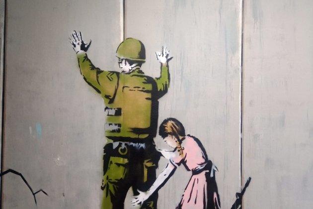 niña soldado bansky