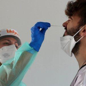 pcr chico joven coronavirus covid EFE