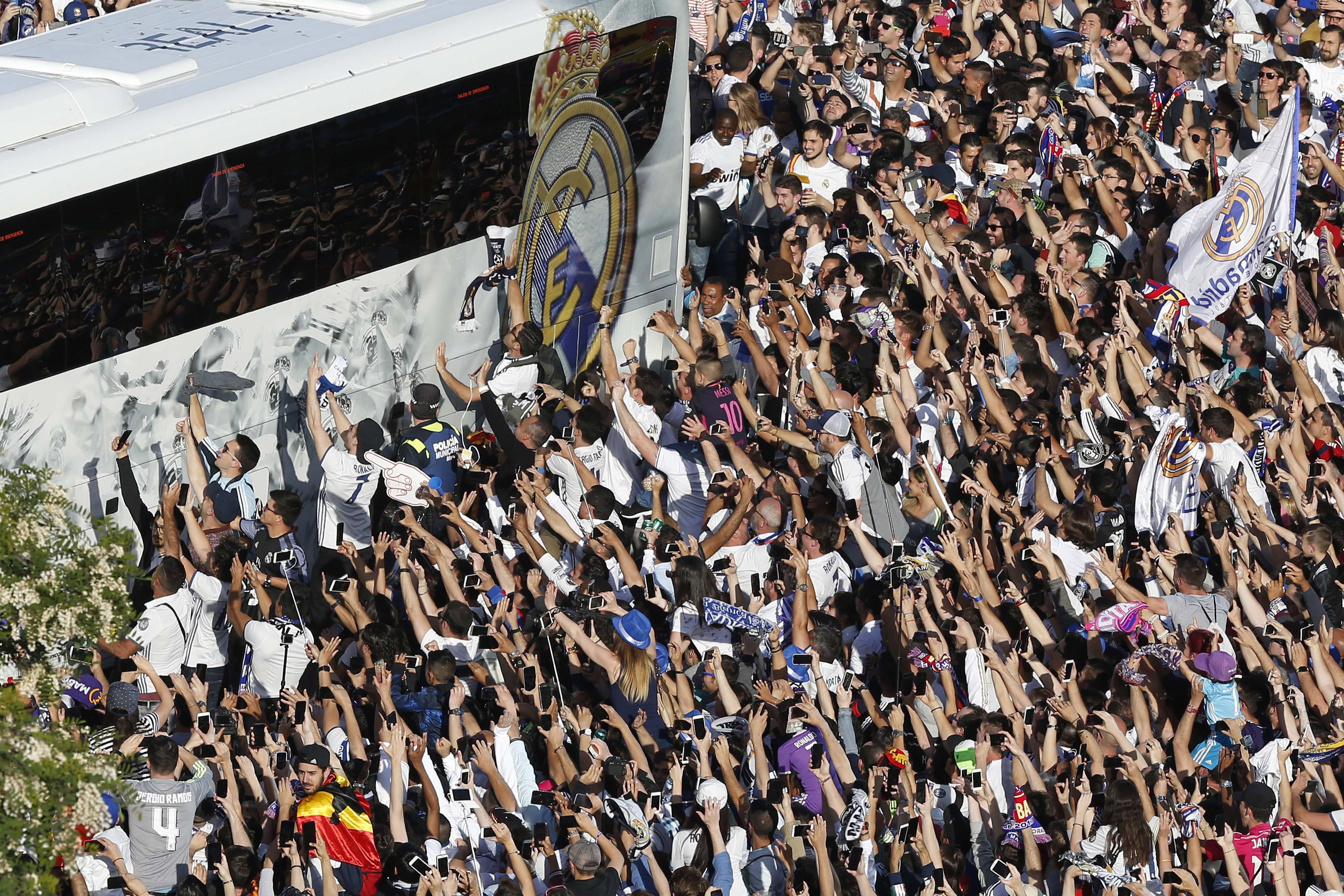 Reial Madrid afició bus escut Efe