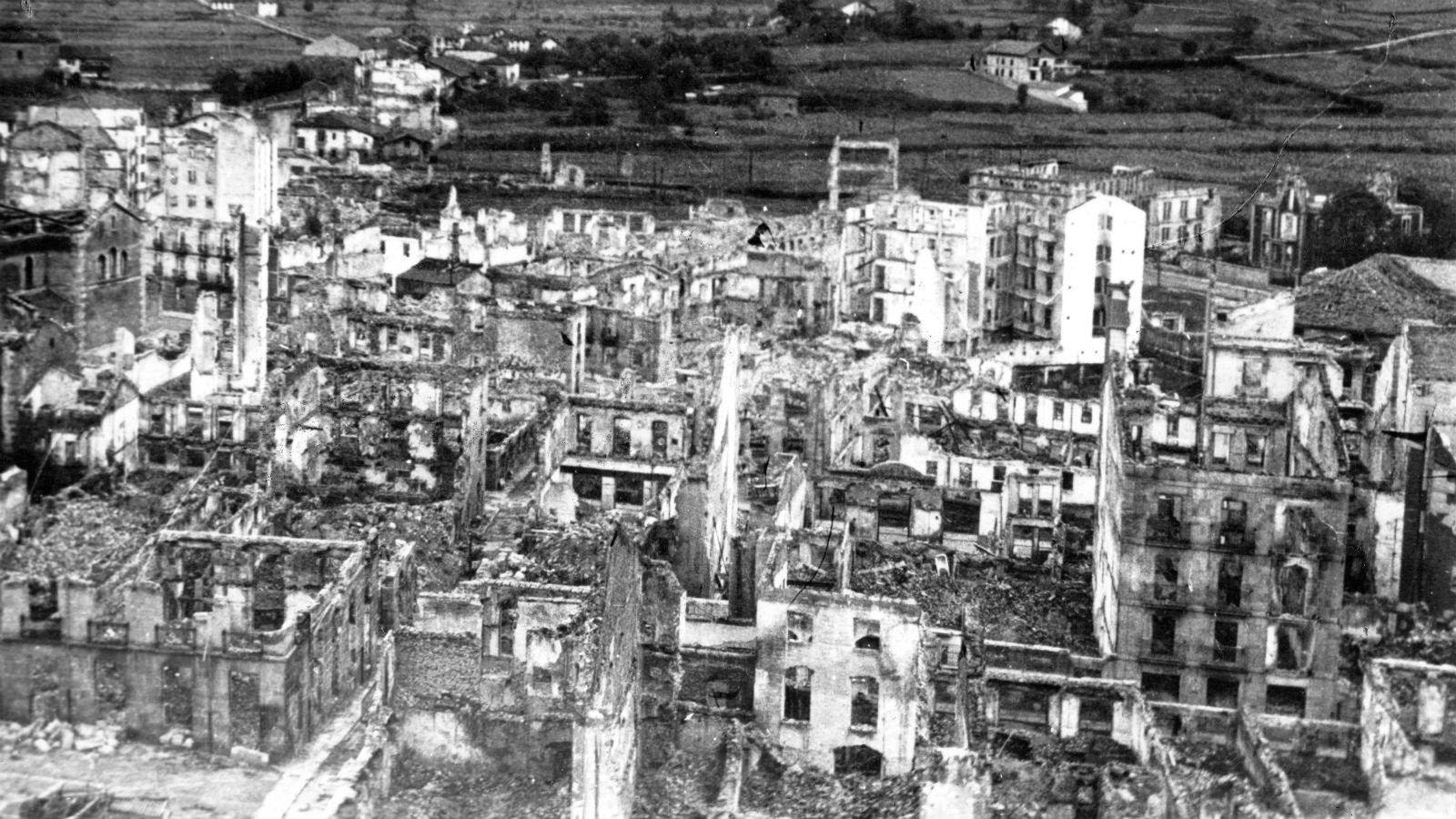 Guernica bombardejada 1937