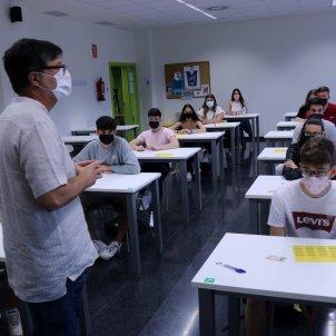 Profesor aula adolescentes prevencion ACN