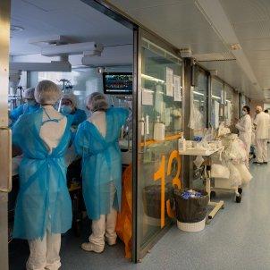 uci covid 19 catalunya hospital clinic acn