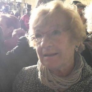 Independentistes-i-no-independentistes-esperen-Carles-Puigdemont