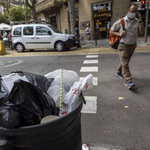 Eixample basura suciedad en Barcelona - Sergi Alcazar