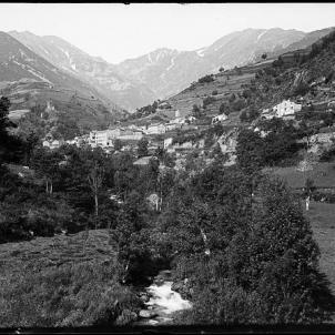 Els nazis massacren el poble nord català de Vallmanya. Vallmanya (1904). Font Memoria Digital de Catalunya, Fons Juli Soler i Santaló