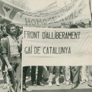 Franco decreta l'internament en manicomis de gais i lesbianes. Manifestació contra la llei franquista (1977). Font Ajuntament de Barcelona