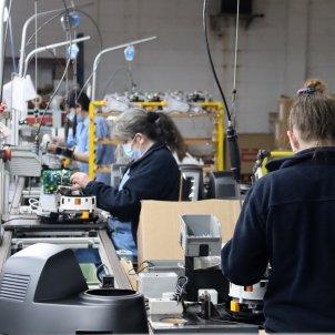 operarias trabajan fabrica taurus lleida