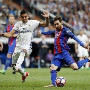 Leo Messi Casemiro Madrid Barça Santiago Bernabeu EFE