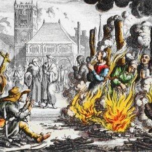 Cremen viva Caterina Tarongí. Auto de fe a Flandes