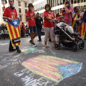 diada de catalunya Elisenda PAluzié, Jordi Cuixart y ambiente - Sergi Alcàzar
