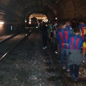 Desallotgen gent del metro de Barcelona