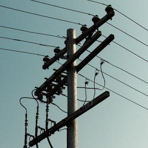 Luz, electricidad, torre elèctrica, adrian hernandez - unsplash