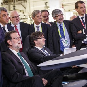 Rajoy Puigdemont Simulador Seat Automobile   Sergi Alcàzar