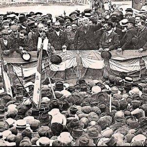 Manifestació de Perpinyą. Ernest Ferroul, batlle de Narbona  i Marcel Albert, lider sindical