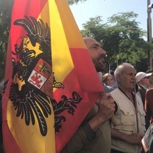 bandera franquista manifestacio falange madrid puigdemont lasalas