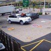 robatori dona cotxe estats units YOUTUBE