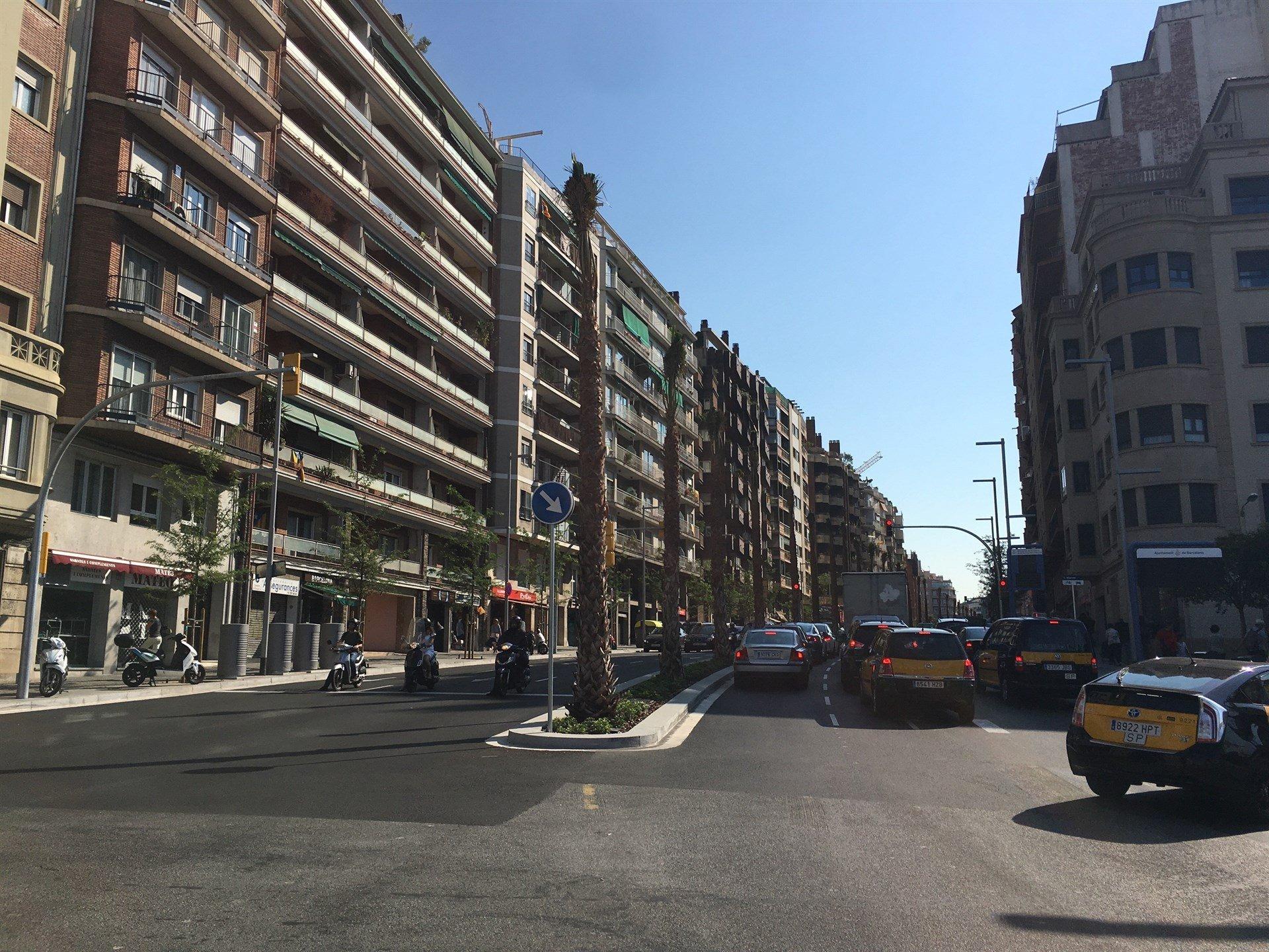 Finaliza la remodelaci n de la ronda del mig despu s de - Calle escorial barcelona ...