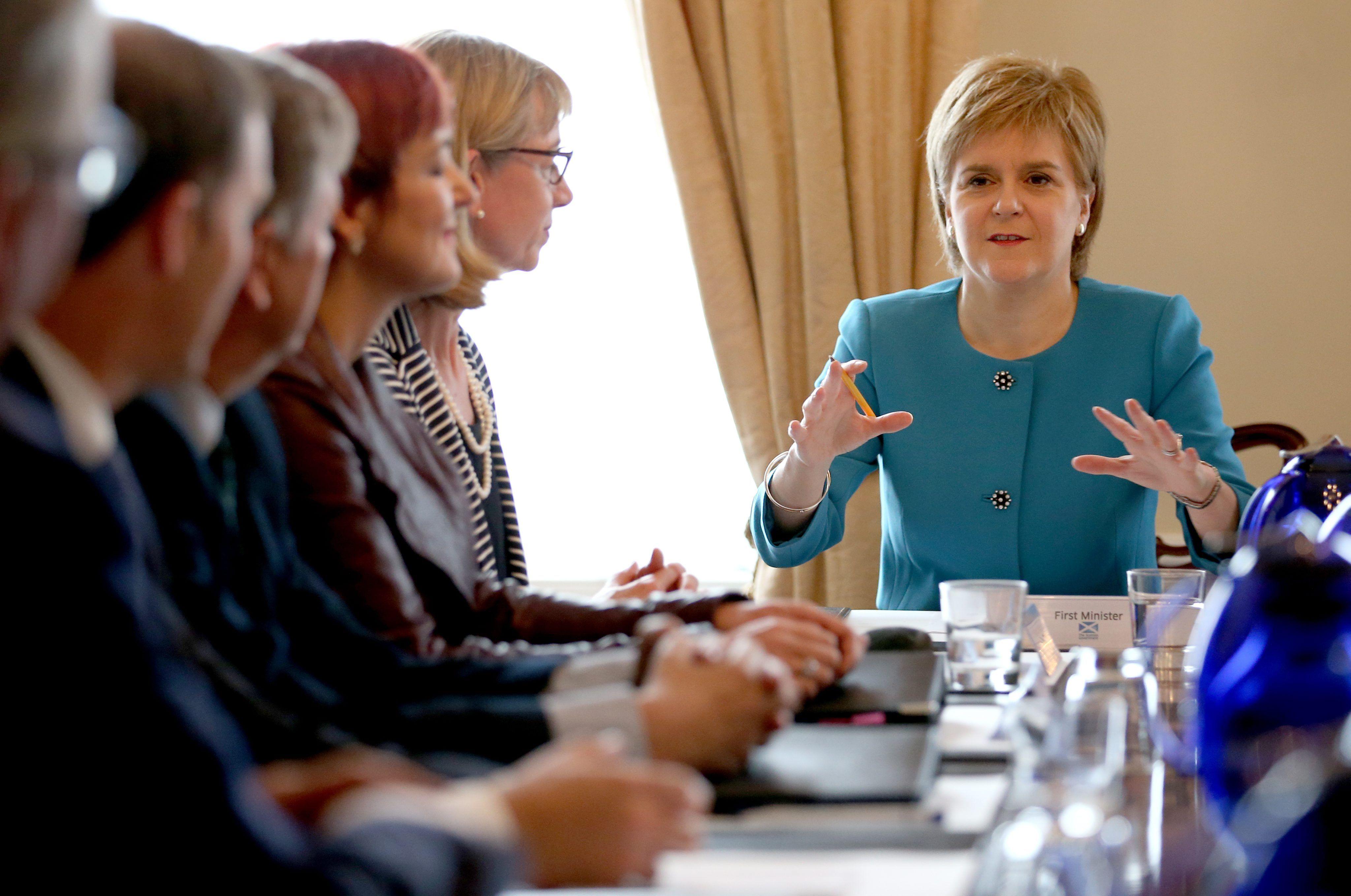 sturgeon membres govern escoces efe