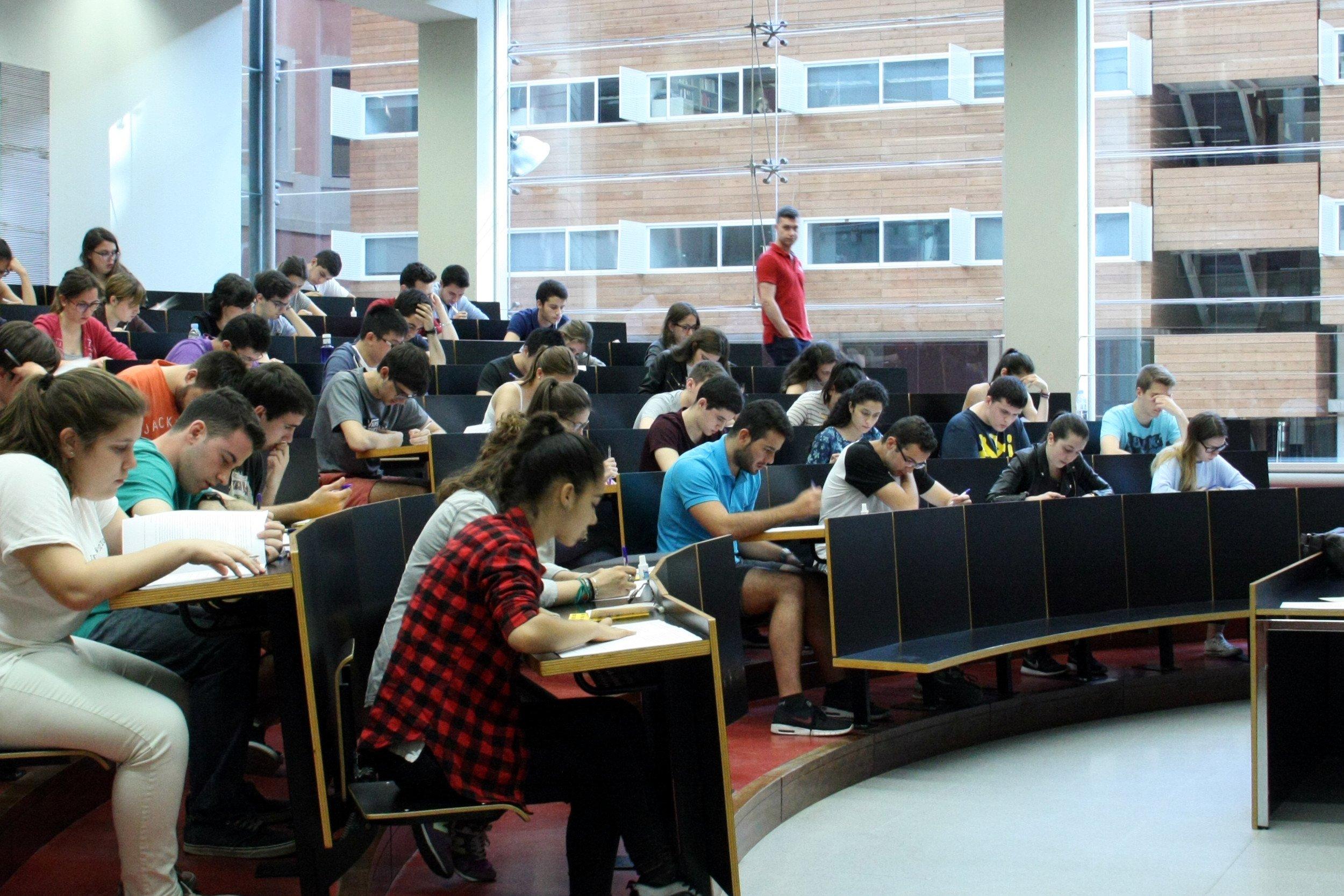 La selectividad marca la nota de acceso a la universidad / ACN