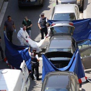 home mort cotxe sants / Sergi Alcàzar