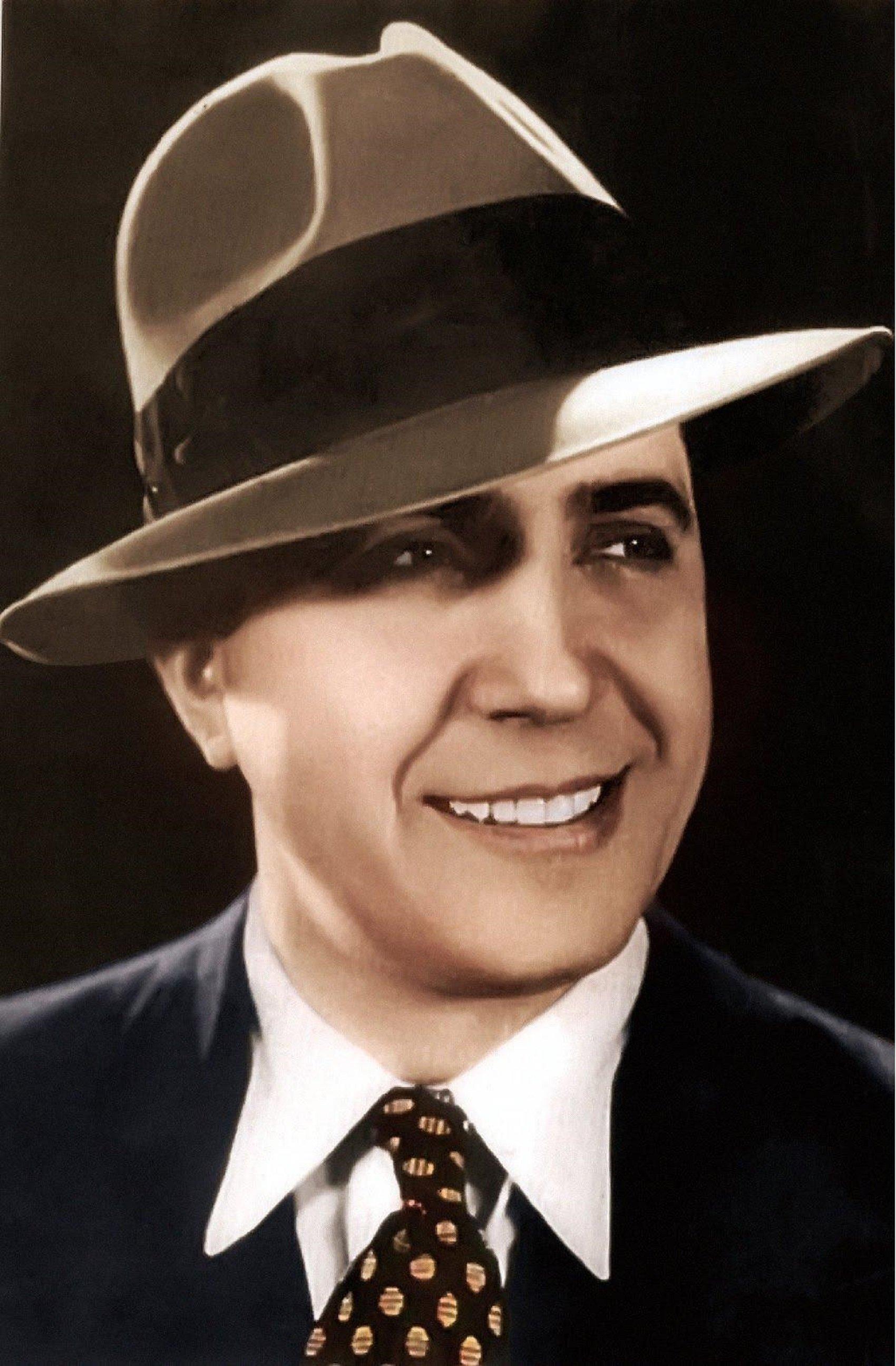 Muere Carlos Gardel, el cantante y compositor de tangos que se enamoró de  Barcelona