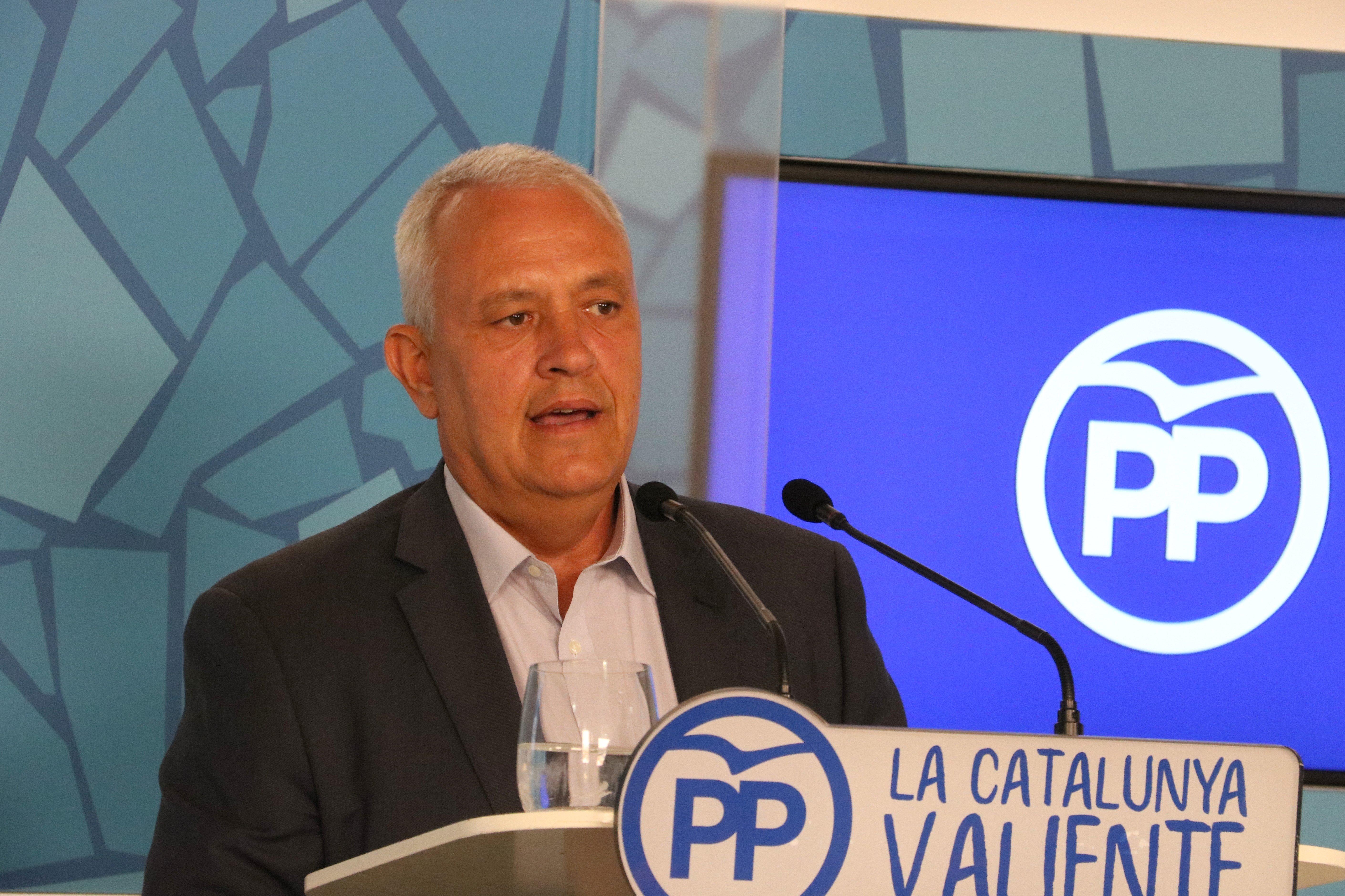 Santi Rodríguez en la roda de premsa del PP, en què ha parlat del suport d'alcaldes del PSC al referèndum / ACN