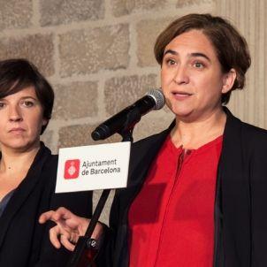 Ada Colau i Laia Ortiz, en una compareixença /AB