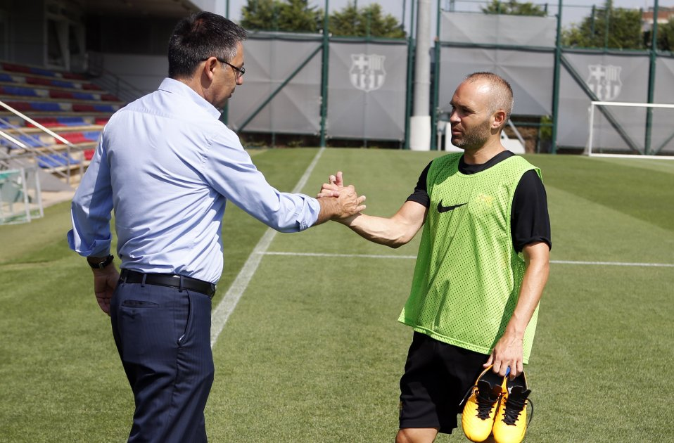 Andres Iniesta Josep Maria Bartomeu entrenament pretemporada   FCB