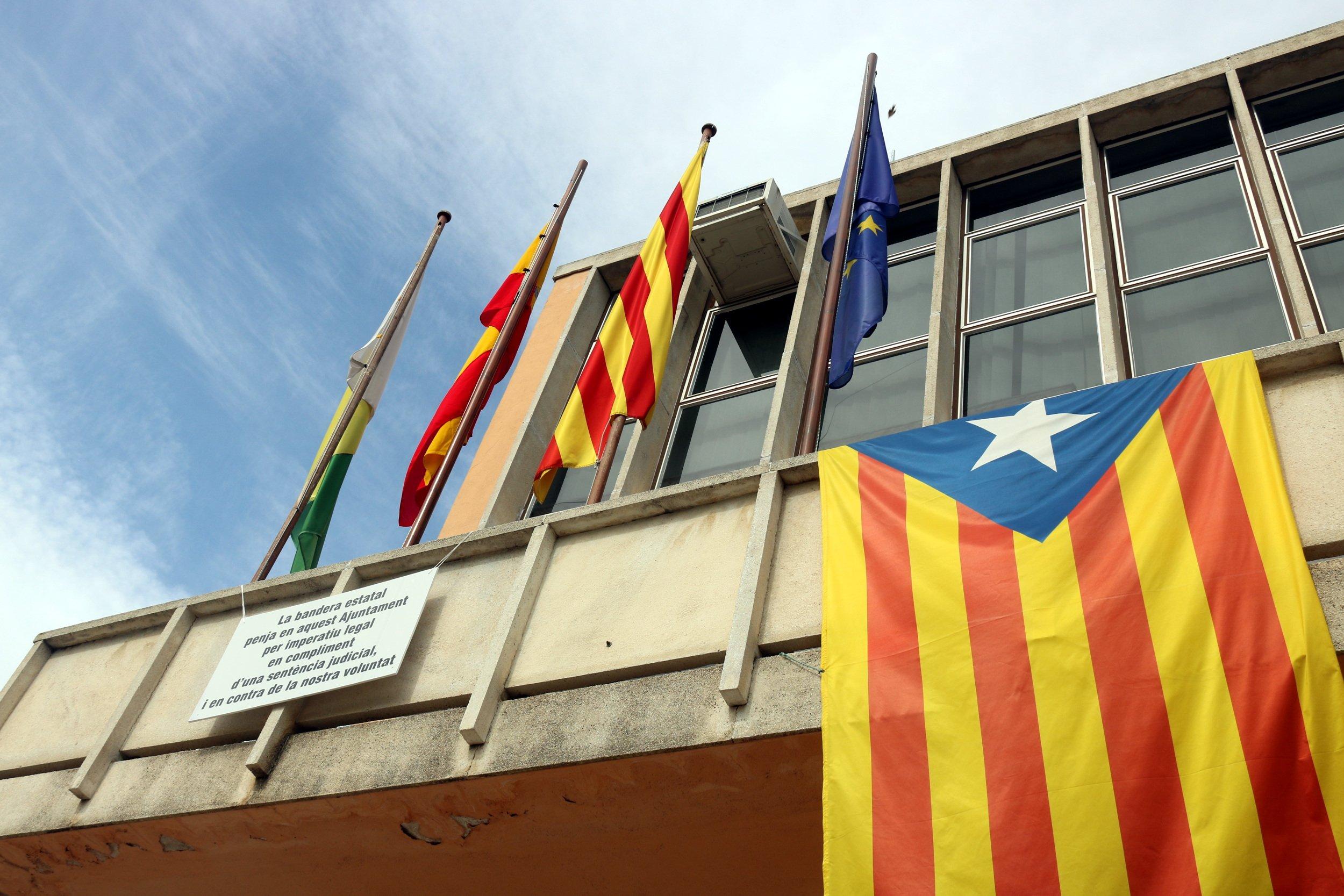 Estelada a l'Ajuntament de Santa Coloma de Farners / ACN