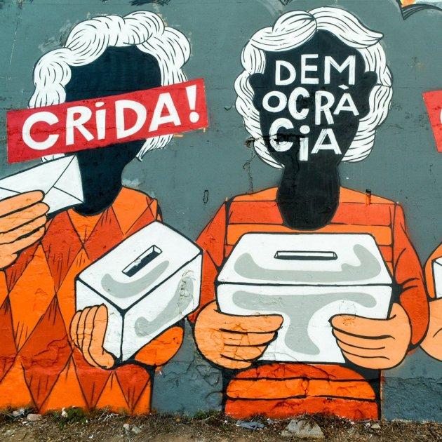 Òmnium pone en marcha la campaña \'Omplim el país de democràcia\' con ...